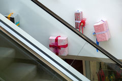 Décoration de Noël des modèles de centre commercial des cadeaux Photos libres de droits