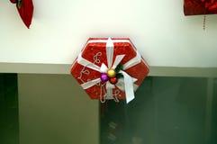 Décoration de Noël des modèles de centre commercial des cadeaux Photographie stock libre de droits