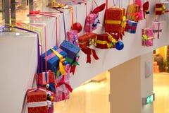 Décoration de Noël des modèles de centre commercial des cadeaux Image libre de droits