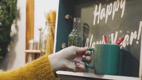 Décoration de Noël et d'an neuf Fond de vacances de Bokeh brouillé par résumé Guirlande de clignotement Lumières d'arbre de Noël banque de vidéos