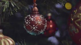 Décoration de Noël et de nouvelle année dans la couleur rouge Fond de vacances de Bokeh brouillé par résumé Guirlande de clignote banque de vidéos