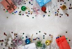 Décoration de Noël et plan rapproché de cadeaux photographie stock