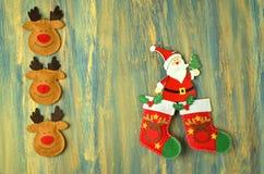 Décoration de Noël, le père noël sur la table en bois Photo stock
