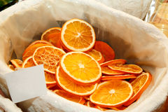 Décoration de Noël - parts oranges sèches Photos stock