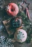Décoration de Noël sur des butées toriques Images stock