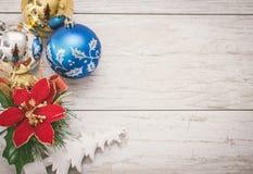 Décoration de Noël sur le fond en bois Photo libre de droits