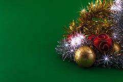 Décoration de Noël sur le fond vert Image stock