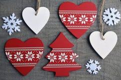 Décoration de Noël sur le vieux fond en bois gris Image libre de droits