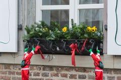 Décoration de Noël sur un filon-couche de fenêtre image stock