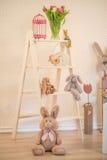 Décoration de Pâques - pièce lumineuse avec un bon nombre d'échelle de décoration de Pâques Images stock