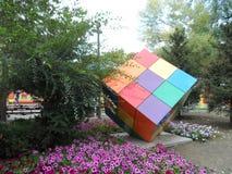 Décoration de parc - un cube photos libres de droits
