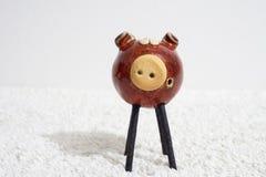 D?coration de porc d'argile sur une table image stock