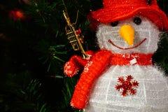 Décoration de poupée du père noël de bonhomme de neige avec le petit klaxon, Joyeux Noël Images stock