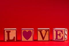 Décoration de Saint-Valentin avec le mot AMOUR Photographie stock libre de droits