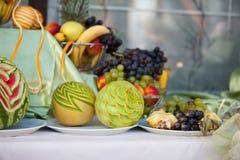 Décoration de table de mariage avec des fruits Photo stock