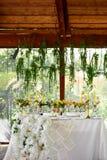 Décoration de table de mariage Fleurs de mariage en jaune photo libre de droits