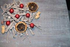Décoration de table de Noël avec petites Santa Photo libre de droits