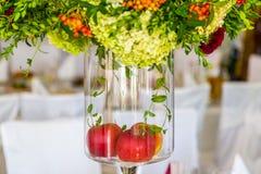 Décoration de Tableau avec des fleurs Pommes dans le poids images libres de droits