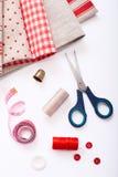 Décoration de tissu empilée et accessoires pour Images stock