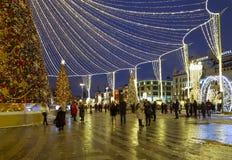 Décoration de vacances de nouvelle année de Noël à Moscou la nuit, Russie Place de Lubyanskaya Lubyanka image libre de droits
