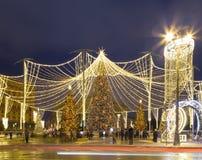 Décoration de vacances de nouvelle année de Noël à Moscou la nuit, Russie Place de Lubyanskaya Lubyanka photos libres de droits
