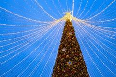 Décoration de vacances de nouvelle année de Noël à Moscou la nuit, Russie Place de Lubyanskaya Lubyanka images libres de droits