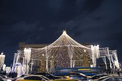 Décoration de vacances de nouvelle année de Noël à Moscou la nuit, Russie Place de Lubyanskaya Lubyanka image stock