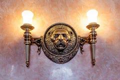 Décoration de vintage de sculpture en lion sur le mur photographie stock