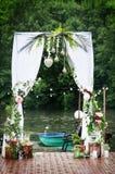Décoration de voûte de mariage avec des fleurs Pour la cérémonie Photographie stock libre de droits