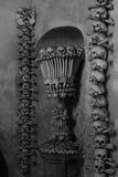 Décoration des os et des crânes humains Photographie stock
