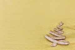 Décoration drôle d'arbre de Noël sur le fond d'or Photos stock