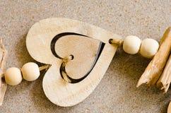 Décoration en bois de coeur d'amour Photographie stock libre de droits