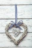 Décoration en bois de coeur sur le fond blanc Image libre de droits