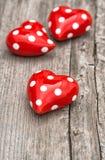 Décoration en bois de jour de valentines de fond de coeurs rouges Photographie stock libre de droits