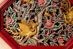 Décoration en bois de mur d'oiseau. Image stock