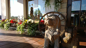 Décoration en bois sous forme de chien photographie stock