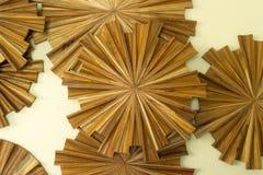 Décoration en bois sur l'intérieur de mur Photos stock