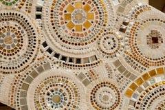 Décoration en céramique colorée de modèle avec des cailloux faits à partir du pebbl Photographie stock