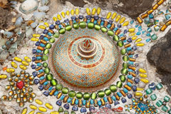 Décoration en céramique colorée de modèle avec des cailloux faits à partir du pebbl Images libres de droits