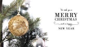 Décoration en gros plan d'arbre de Noël avec le Joyeux Noël images libres de droits