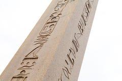 Décoration en pierre égyptienne d'hiéroglyphes d'obélisque et de bas-relief dedans Photos libres de droits