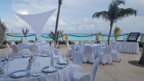 Décoration en verre de beau mariage sur la table Photographie stock