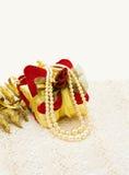 Décoration et perles de cadeau de Noël Photographie stock