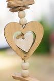 Décoration extérieure de coeur en bois d'amour Photo libre de droits
