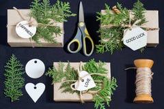 Décoration faite maison de boîte-cadeau pour Noël Photos libres de droits