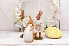 Décoration heureuse de Pâques pour la carte de voeux Lapin de Pâques, guirlande, Images stock