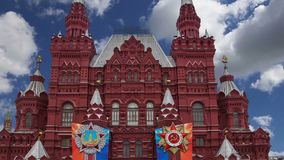 Décoration historique de Victory Day de musée contre le ciel, place rouge, Moscou, Russie banque de vidéos