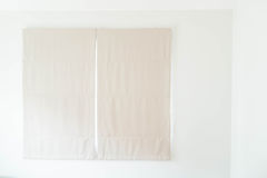 Décoration intérieure de rideau dans le salon Photo libre de droits