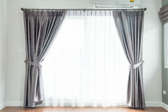 décoration intérieure de rideau vide dans le salon photo stock