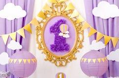 Décoration intérieure pour un anniversaire du ` s d'enfant Photos stock